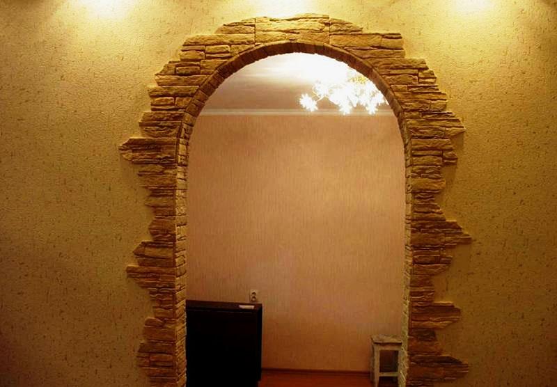 Вариант оформления декоративной плиткой дверной арки