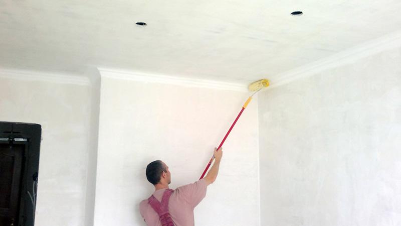 Чем красить потолок в ванной