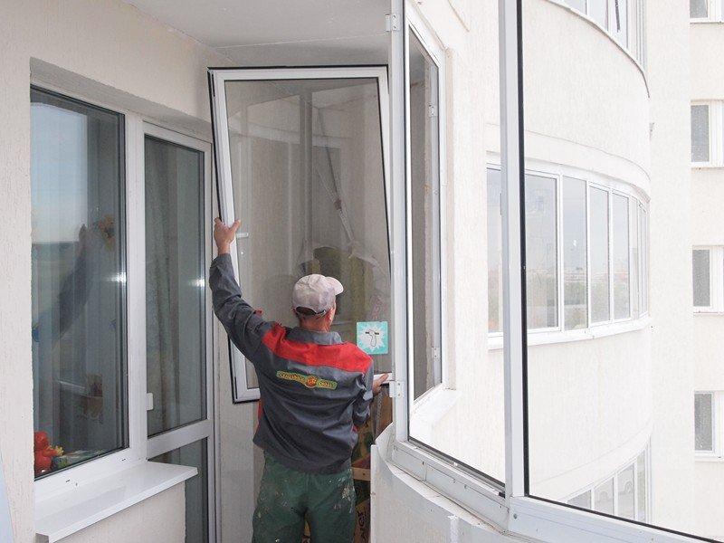 Заменить стекло на балконе..
