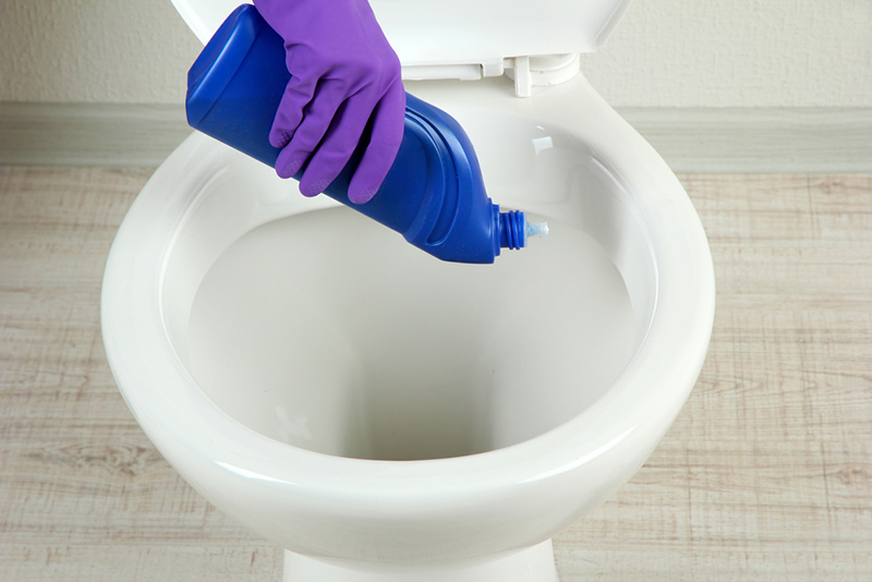 Чем отчистить унитаз от налета своими руками