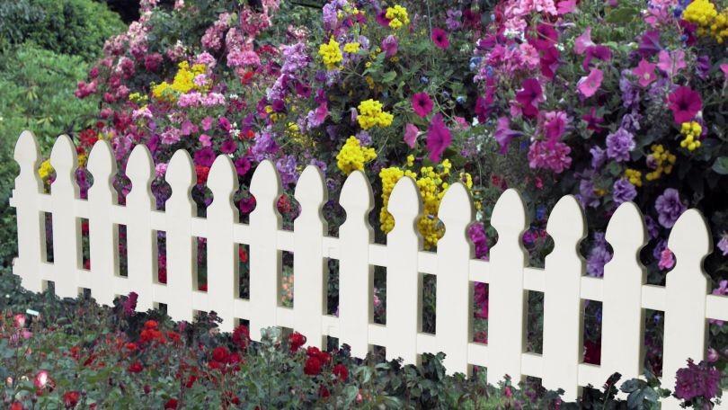 Декоративный забор для клумбы своими руками фото