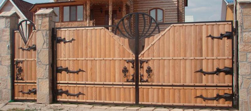 Качественные ворота деревянные распашные своими руками: этапы , материалы и необходимые инструменты